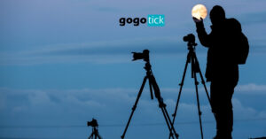 How to Take Good Pictures of the Moon No Matter Your Device